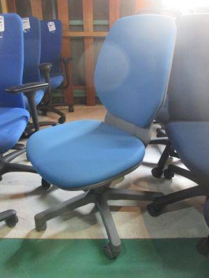 LION20F 三重にて、オフィス家具 LION アエバチェア 20F ブルーを買取いたしました。