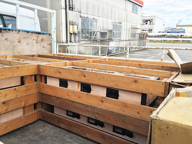 sumiyakidai 2 三重にて、厨房機器 炭火焼き台と丸椅子を多数買取致しました。