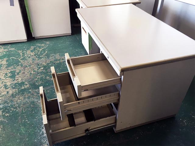 DB14LFM383 2 岐阜にて、オフィス家具、オカムラ1200片袖デスク「DBシリーズ」を買取いたしました。