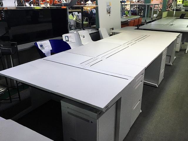 CZR matomete 三重にて、オフィス家具 イトーキ CZRシリーズデスクをまとめて買取致しました。