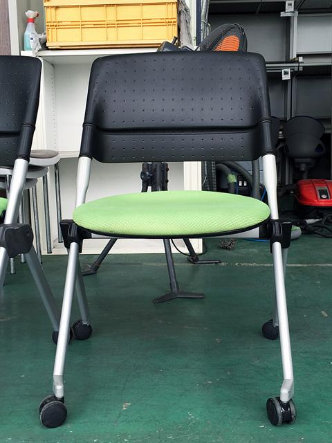 H161ZC 岐阜にて、オフィス家具 スタッキングチェアをまとめて多数買取致しました。