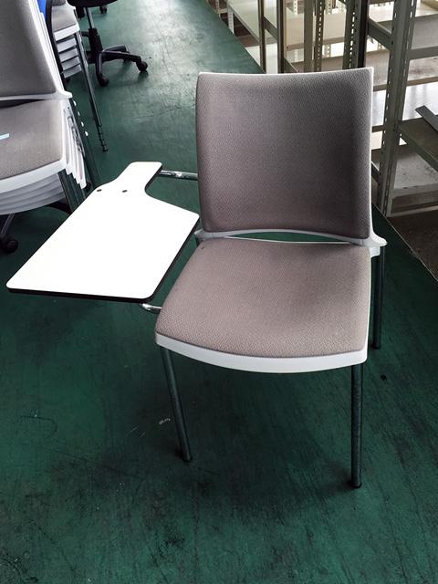 KAM525 岐阜にて、オフィス家具 スタッキングチェアをまとめて多数買取致しました。