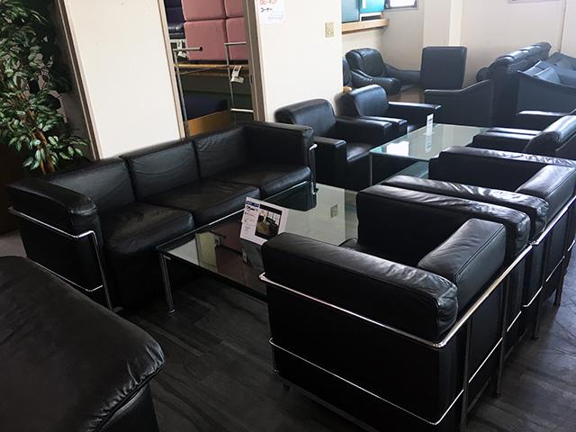 LC2 三重にて、オフィス家具、ル・コルビジェLC2応接4点セットを買取いたしました。