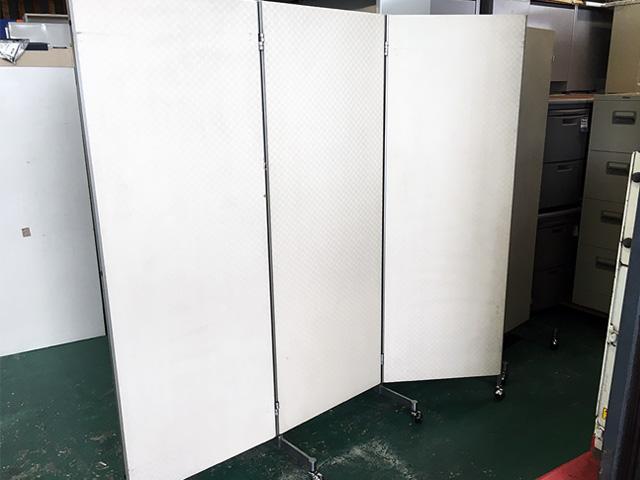patetion 2 愛知にて、オフィス家具 3つ折りパーティションを複数買取致しました。