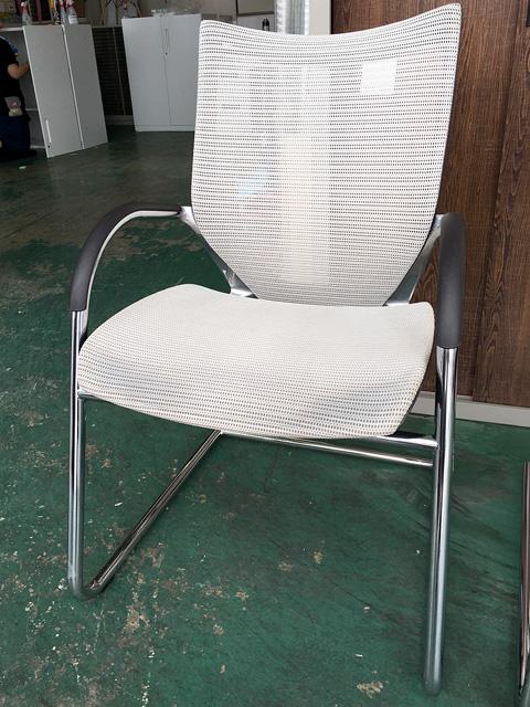 CP72AR 岐阜にて、オフィス家具 オカムラ ミーティングチェアバロンチェアを買取いたしました。