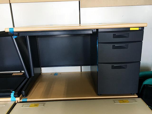 CZX 127CA TK94 岐阜にて、オフィス家具 イトーキCZXシリーズ片袖机をまとめて買取致しました。