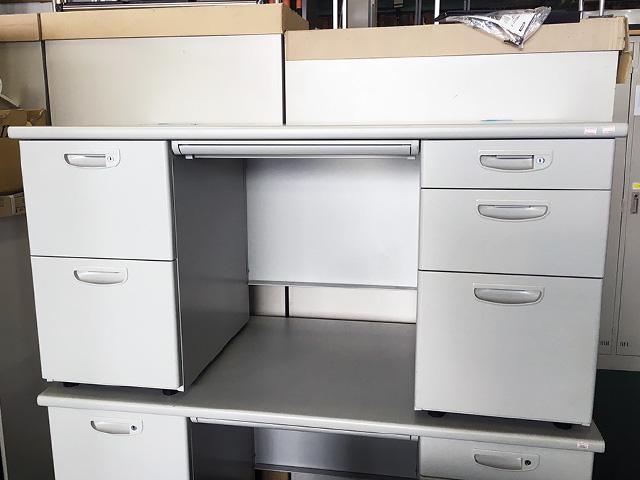 NAIKI ryousode 愛知にて、オフィス家具 ナイキ 片袖・両袖デスクを複数買取致しました。