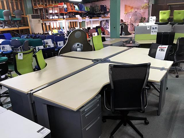 prostage 岐阜にて、オフィス家具 オカムラ システムデスクまとめて買取致しました。