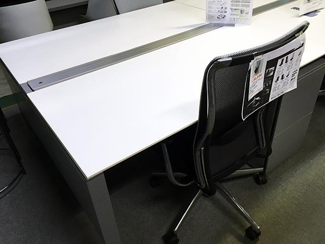 unitbase 2 岐阜にて、オフィス家具 オカムラ システムデスクまとめて買取致しました。