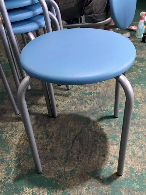 PLUS DC111E 愛知にて、オフィス家具 スタッキングチェア・丸椅子まとめてを買取致しました。