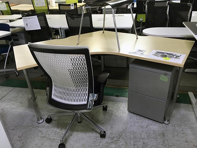 Steelcase desk 愛知にて、オフィス家具、スチールケースブーメランデスク・ワゴンを買取いたしました。