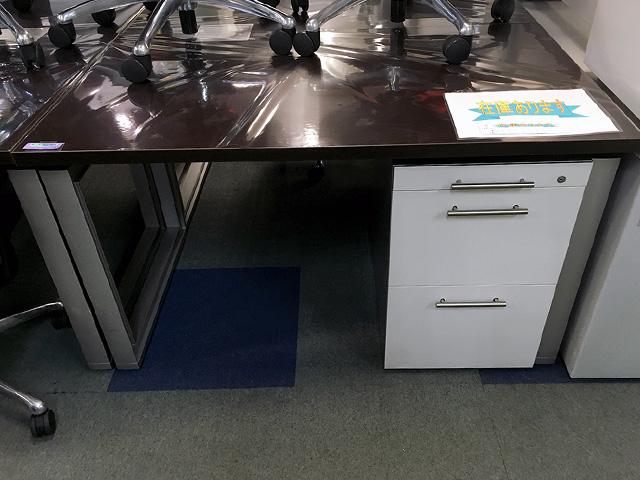 itoki INFUSE 愛知にて、オフィス家具 イトーキ インフューズシリーズ平デスク・ワゴンをまとめて買取致しました。