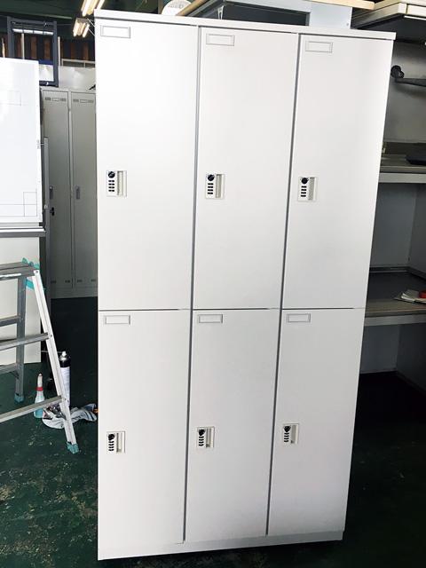 HLB 9832SC W7 三重にて、オフィス家具 イトーキダイヤル式鍵付きロッカーをまとめて買取致しました。