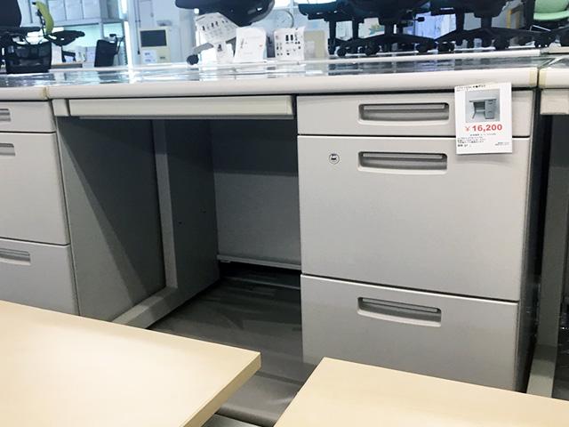 kokuyo bs1000desk 三重にて、オフィス家具  コクヨ1000片袖デスク「BSシリーズ」をまとめて買取致しました。