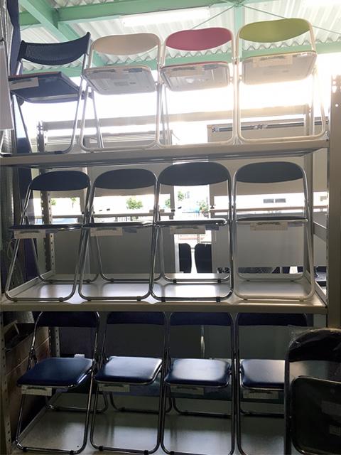 meetingchair 三重にて、オフィス家具、丸椅子ミーティングチェアをまとめて買取致しました。