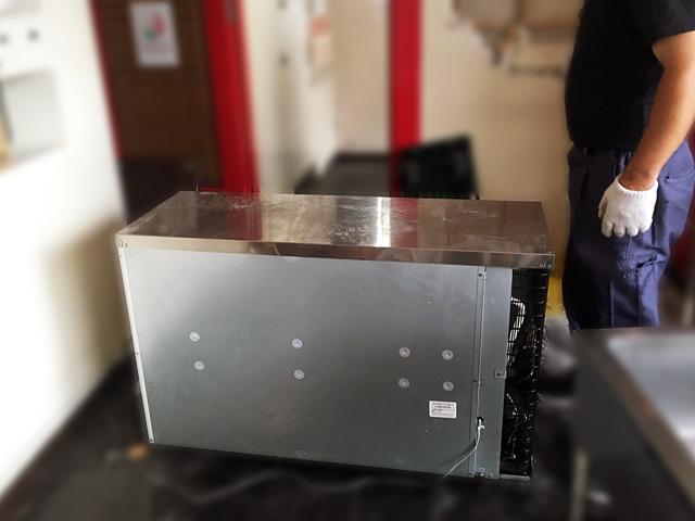 table showcase 1 無限堂はきちんとした厨房機器買取・搬出作業を行っているの?実際に同行取材を行いました!