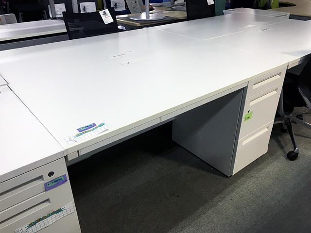 uchida SCAENA 愛知にて、オフィス家具  ウチダ、イトーキ製、片袖デスク、脇机をまとめて買取致しました。